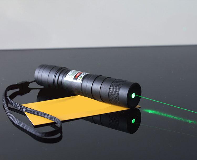 vente en gros lampe torche laser moins cher de couleur vert 100mw puissante. Black Bedroom Furniture Sets. Home Design Ideas